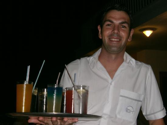 Sirenis Cala Llonga Resort: Il nostro amico cameriere della terrazza