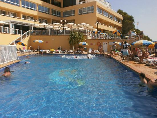 Sirenis Cala Llonga Resort: Una delle piscine con gare di nuoto per ragazzi