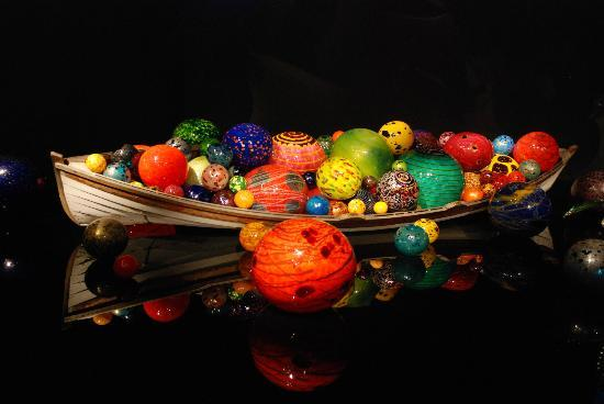 Chihuly Garden and Glass: Colorful display