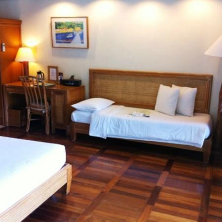 El Nido Resorts Lagen Island: メインのベッドからサブベッドを見たところ