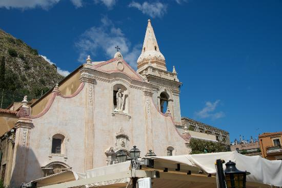 Sicily Travelnet Private Tours: Taormina - on the village square.