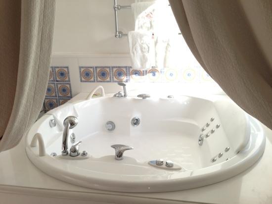 Le Sirenuse Hotel : ジャグジー