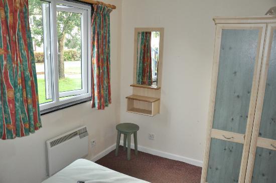 A1 Haven Caravan Holidays: Main bedroom