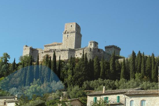 Hotel Restaurant Pallotta Assisi: View of the castle from the tower at the Pallotta