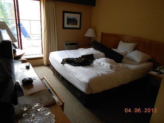 Crystal Lodge Hotel: Buena habitacion con una terraza con chaise long, muy util tener un area libre exclusiva