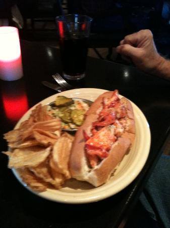 Linda Bean's Maine Kitchen and Topside Tavern: Lobster Roll
