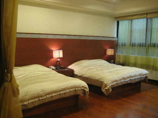 Cingiing Dream Forest Villa: 2 double bed in our room