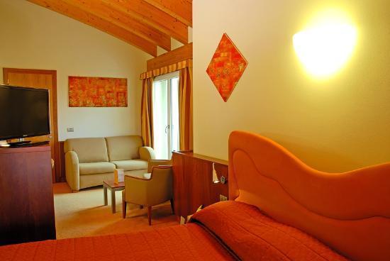 Color Hotel: yellow Junior Suite