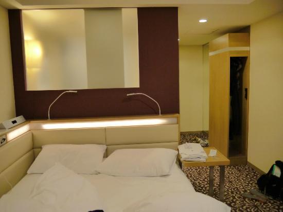 Hotel Ryumeikan Tokyo: Bed