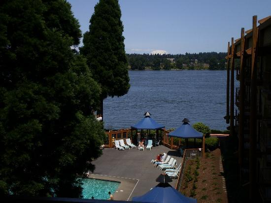 Red Lion Hotel on the River: This is the view from our room overlooking the pool and the river-Mt St Helens.