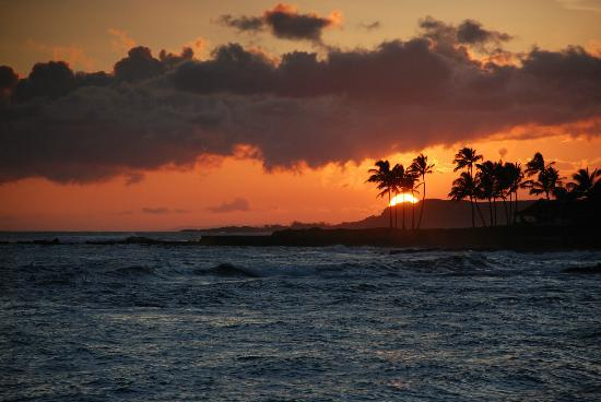 Lawai Beach Resort: Sunset from the Beach House