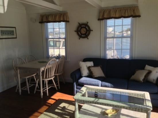 Essex Street Inn & Suites : Living room