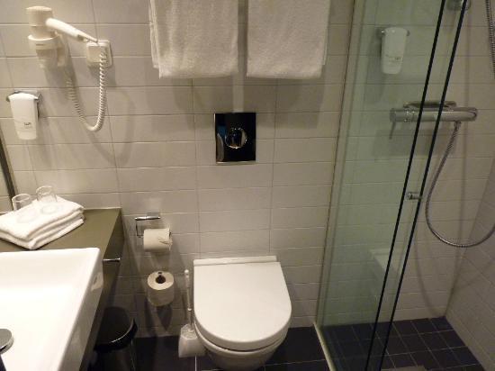 Comfort Hotel Xpress Stockholm Central: Baño