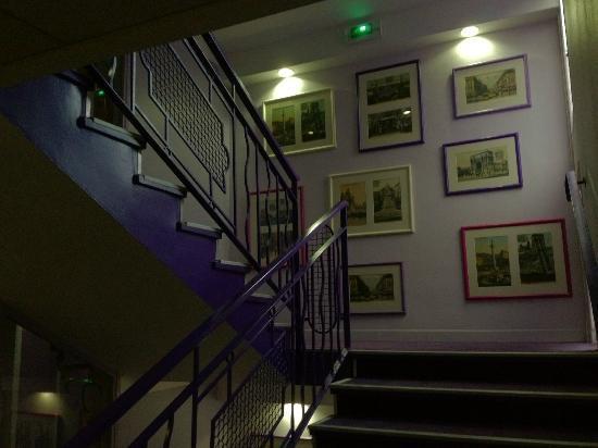 Ibis Styles Marseille Castellane: les escaliers