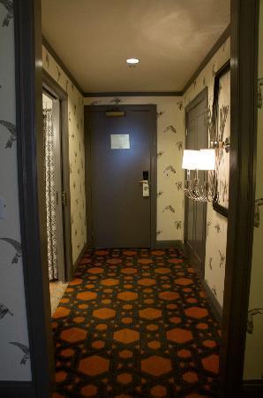 Kimpton Hotel Monaco Portland: facing the door