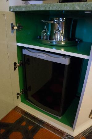 Kimpton Hotel Monaco Portland: fridge