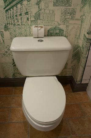 Kimpton Hotel Monaco Portland: clean bathroom