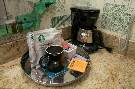 Kimpton Hotel Monaco Portland: coffee and coffee maker