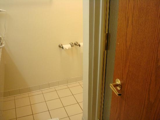 Holiday Inn Express Fremont: Inside bathroom, walk-in shower behind door