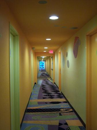 Inn at Northrup Station: Corridor