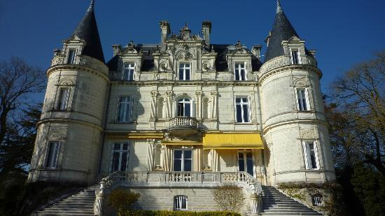 Domaine de la Tortiniere: Lovely building - well maintained by the owner