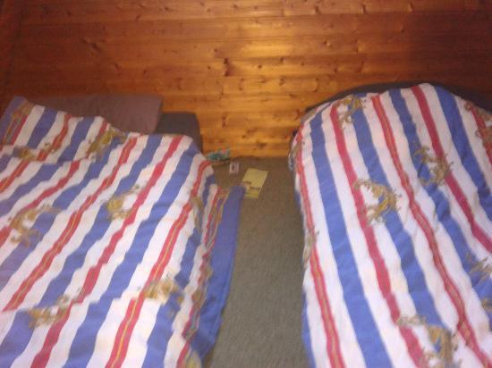 Ferienpark Schwarzwald: Schlafbereich 2 Pers. und auf der anderen Seite gibt es das gleiche für 3 Pers.