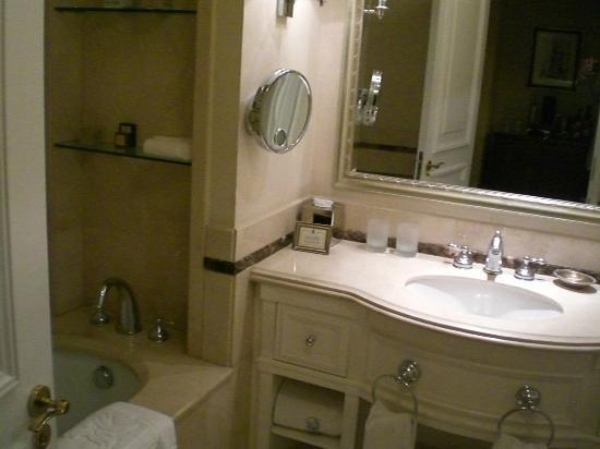 The Ritz-Carlton, Santiago: Bathroom sink