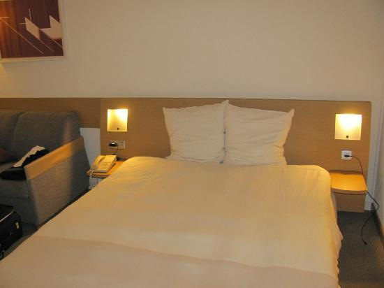 Novotel Brussels Grand Place: Room 325 - Bed