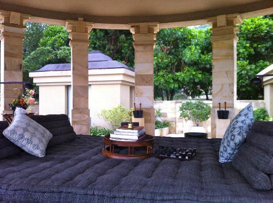 Amanjiwo Resorts: amazing living room of the salem jiwo suite