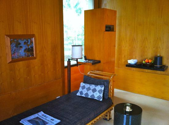 Amanjiwo Resorts: detail of one of the two bedrooms 