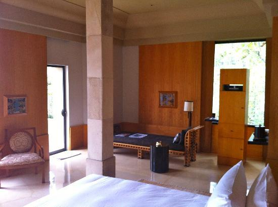Amanjiwo Resorts: living area of a bedroom
