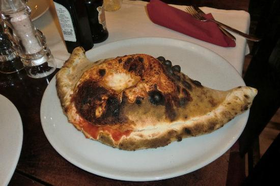Samarcanda Ristorante Pizzeria: Calzone....gigante y riquisimo!!