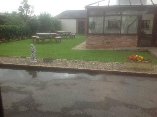 Rookery Manor: Garden area just outside dinning area