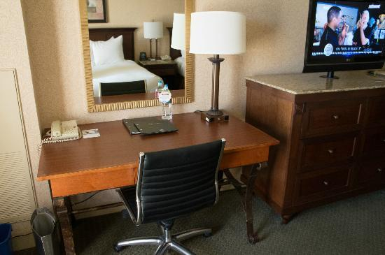 Hilton Eugene: desk and tv