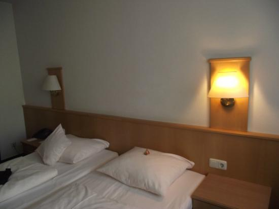 City Hotel: letto altra camera (234)