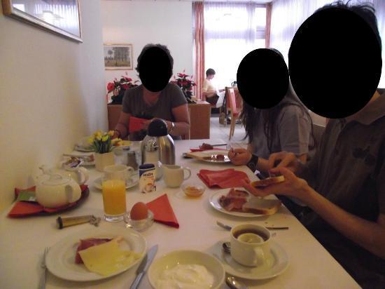 City Hotel: colazione