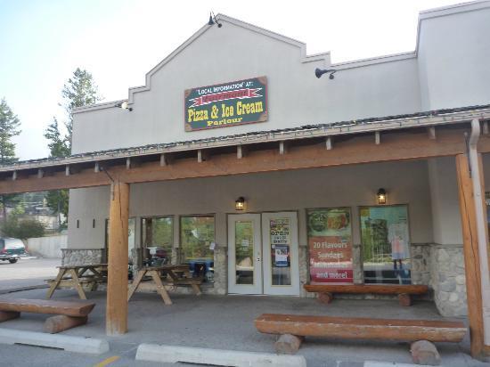 Fairmont Pizza and Ice Cream Parlour : Mountain Pizza and Ice Cream, Fairmont Hot Springs, BC