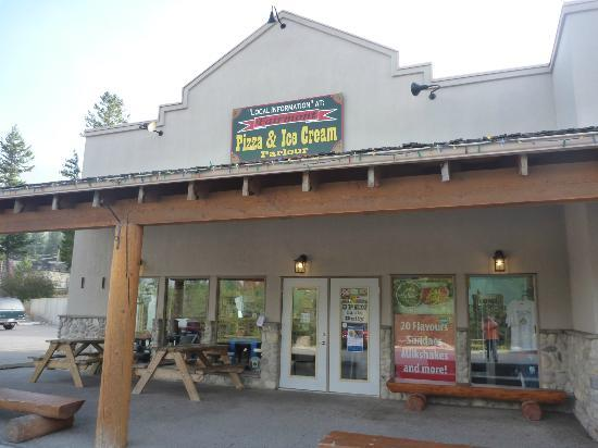 Fairmont Pizza and Ice Cream Parlour : Mountain Pizza and Ice Cream, Fairmont Hot Springs, BC