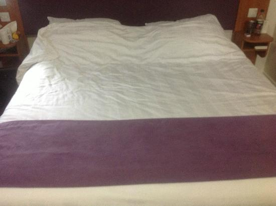 Premier Inn London Beckton Hotel: Large Bed (I think two twins put together)