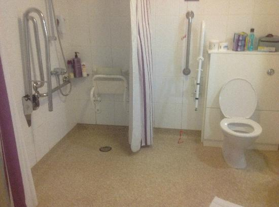 Premier Inn London Beckton Hotel: Wet Room