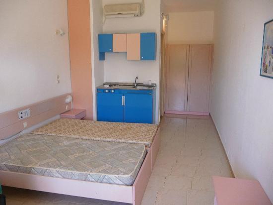 Iris Hotel: Room