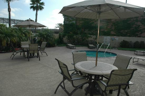 The Comfort Inn & Suites Anaheim, Disneyland Resort: Pool Area