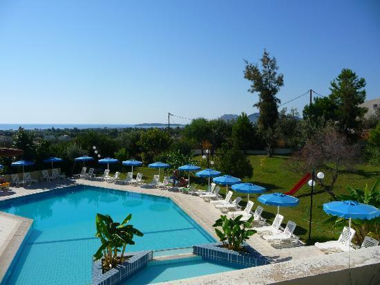 Iris Hotel: Pool