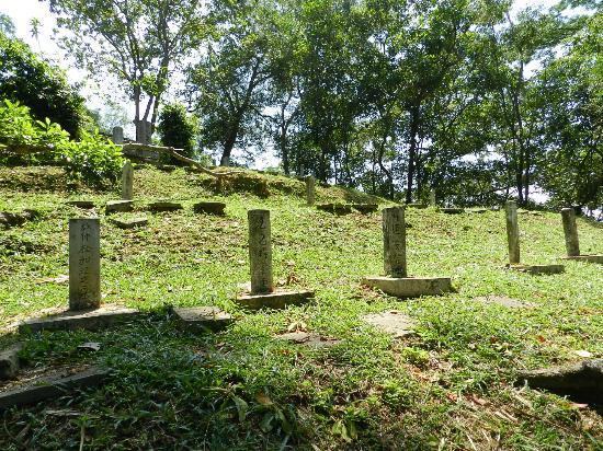 Japanese Cemetery: 誰の墓か分からないものも