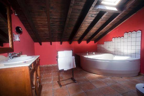 Posada Las Tres Mentiras: baño habitación principal nº 10