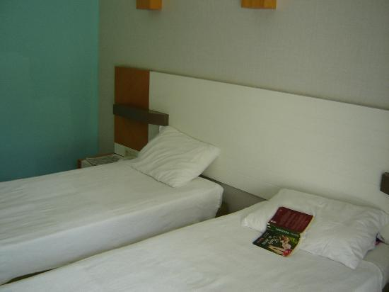 Arma's Resort Hotel: room 