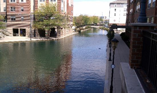 Residence Inn Indianapolis Downtown on the Canal: THE CANAL IN FRONT OF OUR SUITE