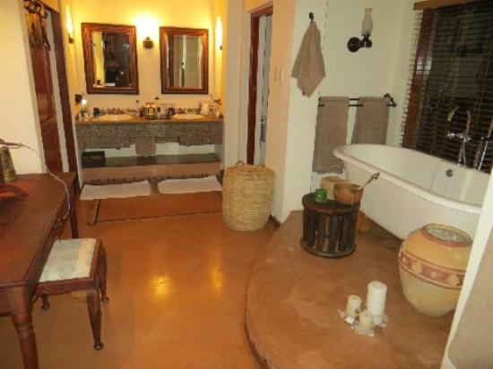 Sanctuary Chobe Chilwero: Bathroom