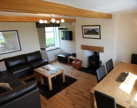 Gavinburn Cottages: Auchentoshan Lounge