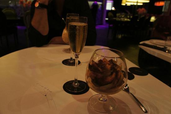 B-Lounge : Dinner rounded off with a hugh tiramisu!